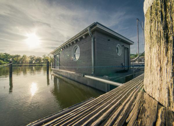 naturhafen-schwimmende-suiten-001