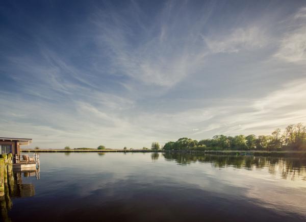 naturhafen-schwimmende-suiten-003