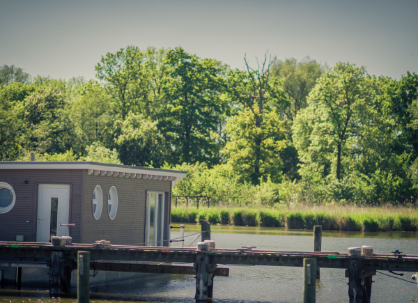 naturhafen-schwimmende-suiten-033