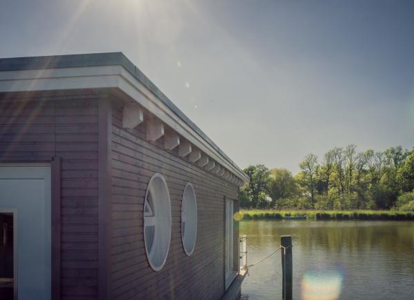 naturhafen-schwimmende-suiten-035