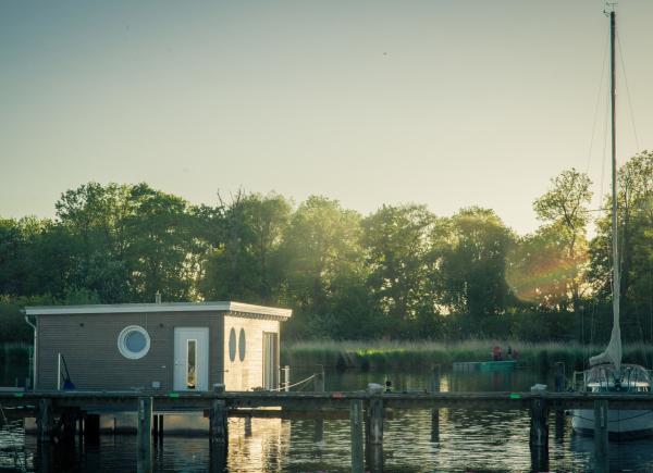 naturhafen-schwimmende-suiten-050
