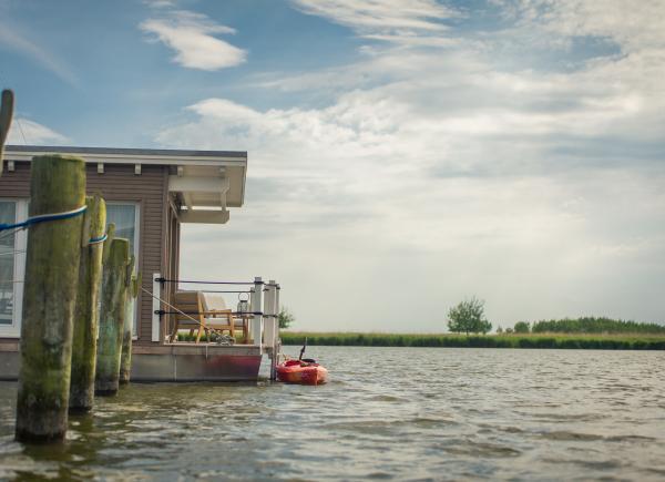 naturhafen-schwimmende-suiten-084