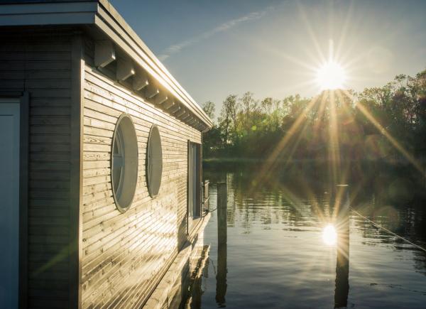 naturhafen-schwimmende-suiten-047